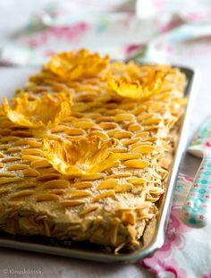 Alkukesän unelmakakku | Reseptit | Kinuskikissa Finnish Recipes, Apple Pie, Macaroni And Cheese, Baking, Ethnic Recipes, Desserts, Food, Cakes, Kuchen