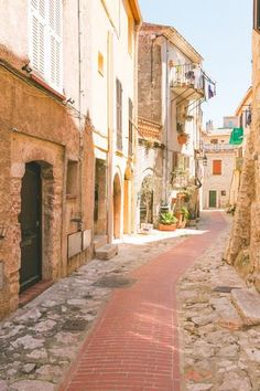 Thinking about going to Europe but haven't a clue as to where to start? Considering gastronomy, scenery, culture, ease of transit and loads of other factors here are 10 amazing 1 week itineraries for