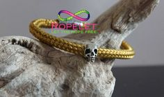 Go for gold with this Ropelet from the Skull Ropelet collection of handmade rope bracelets by www.ropelet.co.uk. Big choice, great quality and made to your order