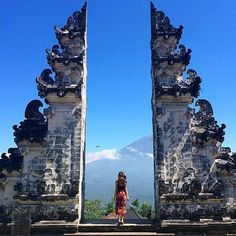 Pura Luhur Lempuyang As the oldest Hindu temple in Bali, Pura Luhur Lempuyang is an amazing pre-historic religious temple complex that shares similar significance to Pura Besakih – the largest, holiest and most important Hindu temple in the whole island.