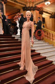 Ingrid Grudke wearing a gown by Jorge Martinez Ibáñez at the Martin Fierro Awards ceremony, 2013