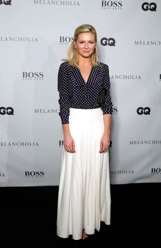 In polka-dots, and paired with a soft, pleated skirt, Kirsten's take is all retro-chic.