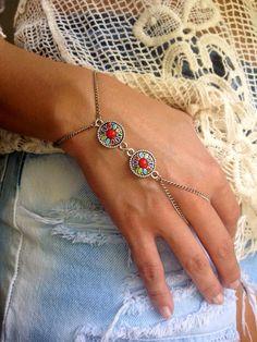 Boho Finger Bracelet, Tribal Disc Hand Chain, Silver Finger Bracelet, Chain Ring on Etsy Hand Jewelry, Tribal Jewelry, Body Jewelry, Unique Jewelry, Slave Bracelet, Hand Bracelet, Ideas Joyería, Estilo Hippie, Hand Chain