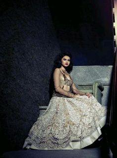 Outfit by:Sabayaschi Mukherjee