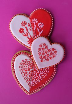 And just a few more pink and red cookie hearts for a sweet Valentine.
