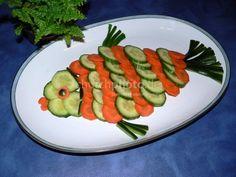 Picture result for food decorating for children - Deko-Essen für Kinder - Cake Veggie Platters, Veggie Tray, Food Crafts, Diy Food, Food Design, Salad Decoration Ideas, Fruit Birthday Cake, Creative Food Art, Food Carving