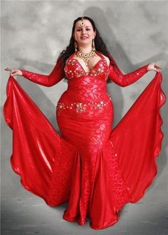 Belly dance costume - red!  black, shwack, give me a sexy red dress any day. Celebrate your curves like this gorgeous dancer with www.bellydancelessonsonline.com