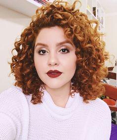 Curly Hair Cuts Fotos e Tendências - Cabelos - Cabelo My Hairstyle, Curled Hairstyles, Cool Hairstyles, Natural Hair Styles, Short Hair Styles, Red Curls, Types Of Curls, Curly Hair Cuts, Curly Girl
