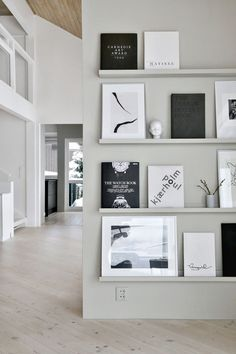 A simple budget tip // wandfarbe hellgrau skandinavisch modern monochrom he Decoration Inspiration, Interior Inspiration, Decoration Pictures, Inspiration Wall, Interior Ideas, Decor Ideas, Futuristisches Design, House Design, Design Ideas
