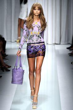 Versace Spring 2010 Ready-to-Wear Collection Photos - Vogue