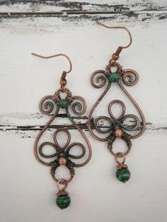 Copper wire earrings with Malachite by twistedjewelry #wirewrappedringspatterns