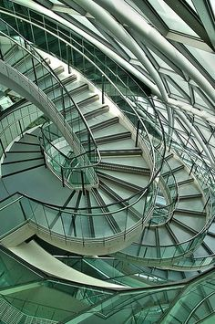 London City Hall Stairs by Norman Foster London Architecture, Beautiful Architecture, Architecture Details, Modern Architecture, Architecture Panel, Architecture Portfolio, Norman Foster, City Hall London, Ouvrages D'art