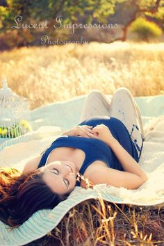 Lucentimpressionsphotography.com in Southern California maternity outside images photography blue gold outdoors blanket field