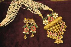 Dwarkesh jewels represents kundan Designer set with pure Indian traditional Designs. Kundan is the true beauty of jewelry which provides complete look to the wedding attire. It is specially designed kundan set and it is based on copper. Gold Jewellery Design, Gold Jewelry, Fine Jewelry, Kundan Set, Indian Accessories, India Jewelry, Neck Piece, Wedding Crafts, Bangles