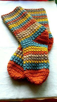 Easy Crochet Socks, Crochet Slipper Pattern, Crochet Boots, Crochet Slippers, Love Crochet, Crochet Yarn, Crochet Clothes, Crochet Stitches, Crochet Patterns