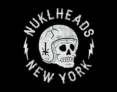 Nice illustration and lettering. Nuklheads by Tom Grunwald Not to be confused with knucklehead Refers to a person of questionable intelligence. The size of the brain being given relative size of a human knuckle. Skull Logo, Skull Art, Tattoo Illustration, Graphic Design Illustration, Hang Ten, Badge Design, Logo Design, Motorcycle Posters, Human Drawing