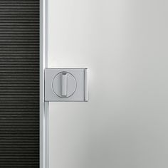 Velaria Rimadesio sliding doors and walk in closet - cabina armadio www.spaziomateriae.com  maniglia con nottolino