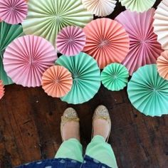 MAKE THESE!!  Fun DIY Fans   Looksi Square - I saw these at a fundraiser fashion show a few weeks back.  They were beautiful and looked expensive on the walls.