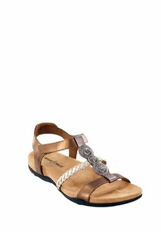 The Minnetonka Lakeshore in Multi Metallic. Two straps at the front, one set at the back; this is a pair that can keep up with you all day. #MinnetonkaFirstLook #sneakpeek #sandals