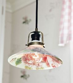 decoupage lamp shade plus tons of other DIY projects! Motifs Roses, Room Deco, Decoration Chic, Deco Luminaire, Diy Light Fixtures, Ideias Diy, Light Crafts, Diy Furniture, Diy Home Decor