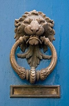 "Everything about ""Door Knobs and Knockers"" Lion Door Knocker, Door Knobs And Knockers, Knobs And Handles, Door Handles, Door Detail, D House, Unique Doors, Door Accessories, Door Furniture"