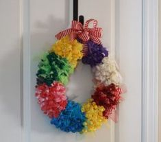 Bright Balloon Wreath   AllFreeHolidayCrafts.com