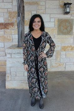 duster; floral; ootd; outfit; easy to wear; online boutique; fashion; texas boutique; black outfit