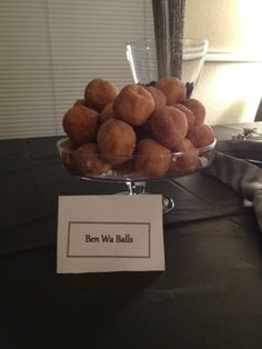 Fifty Shades of Grey Party Ideas - Ben wa balls. These are just cake pops. Or you can use donut holes. Best Party Food, Party Food And Drinks, Party Snacks, Appetizers For Party, 50 Shades Party, Pleasure Party, Pure Romance Party, Bachelorette Party Planning, Passion Parties