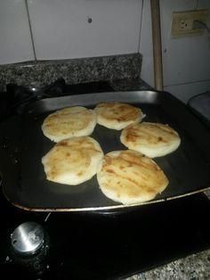 arepa de queso - made in colombia
