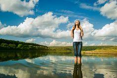 Nos encanta el verano, el calor, disfrutardel sol, pasear,hacer ejercicio al aire libre pero, ¿nos acordamos de mantener el cuerpo hidratado?. Muchos de nosotros nos olvidamos de que las altas temperaturas pueden jugarnos una mala pasada y destrozarnos el precioso día que estábamos pasando, haciendo que nuestra salud se resienta. Hay que tener una especial […]