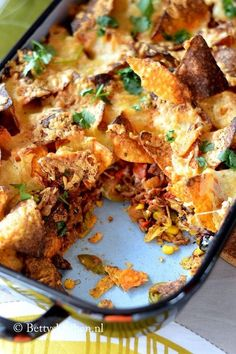 Nachos with minced meat (from the oven) Betty& Kitchen - Do you love Nachos? Then serve this Nachos with minced meat sauce. Deliciously crispy baked in the - Tapas, Carne Picada, Oven Dishes, Strudel, Ground Beef Recipes, Snack, No Cook Meals, Mexican Food Recipes, Recipes Dinner
