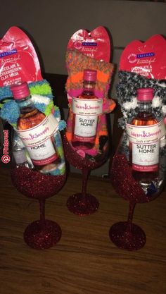 Diy christmas gifts for coworkers wine glass 49 Trendy ideas. This wonderful picture collections about Diy christmas gifts for coworkers wine glass 49 Trendy id Diy Christmas Gifts For Coworkers, Holiday Gifts, Christmas Crafts, Christmas Christmas, Christmas Gift Ideas, Christmas Gift Baskets, Homemade Gifts For Christmas, Diy Christmas Wine Glasses, Birthday Gifts For Coworkers