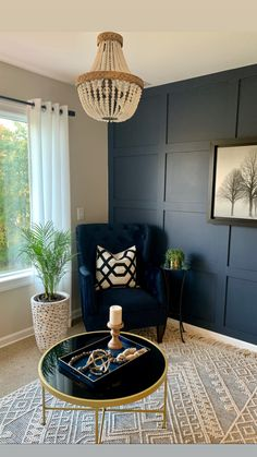 Blue Living Room Decor, Dining Room Blue, Accent Walls In Living Room, Accent Wall Bedroom, Paint Colors For Living Room, Dining Room Walls, Home Living Room, Navy Accent Walls, Hale Navy