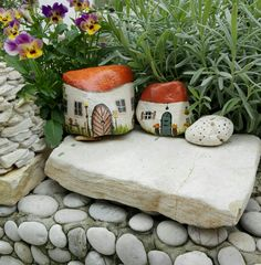 Rock Painting Patterns, Rock Painting Ideas Easy, Rock Painting Designs, Pebble Painting, Pebble Art, Stone Painting, Stone Crafts, Rock Crafts, Rock And Pebbles