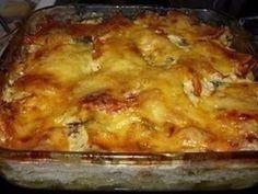 Funky potato gratin with fish Fish Recipes, Recipies, Potato Casserole, Food Menu, Polenta, Lasagna, Macaroni And Cheese, Potatoes, Yummy Food