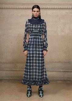Paris Couture Spring/Summer 2017 Fashion Week Givenchy by Riccardo Tisci Live Fashion, Fashion Week, Fashion 2017, Runway Fashion, Fashion Looks, Paris Fashion, Couture Trends, Haute Couture Fashion, Spring Couture