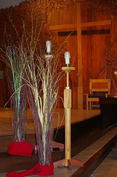 Palm Sunday - tall grass in glass cylinders Church Flowers, Palm Sunday, Altar Decorations, Practical Gifts, Unusual Gifts, Lent, Diy Hacks, Different Colors, Flower Arrangements