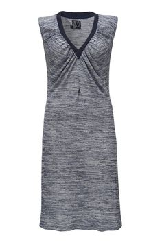 Oda kjolen i Dark sky er den perfekte sommerkjole. Den har en perfekt pasform og er lavet i et super let materiale.