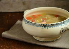 Entre la soupe et le pot au feu de la mer, cette cocotte de la mer est un savoureux mélange de légumes, poissons et crevettes.