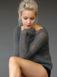 """Джемпер """"Smoulder"""" by Kim Hargreaves (Fleure_de_Paris) Hand Knitting, Knitting Patterns, Crochet Patterns, Knitting Sweaters, How To Purl Knit, Girls Sweaters, Knit Or Crochet, Couture, Wool Yarn"""
