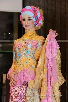 Kreasi Kebaya Hijab Kuning Anggun 2014-2015 Karya Tata Rias & Busana oleh Tunjungbiru.ga   Fotografer : Klikmg Fotografi