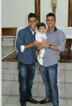 Batizado do nosso principizinho lindo .....muito amor em uma foto só....primos e irmão....