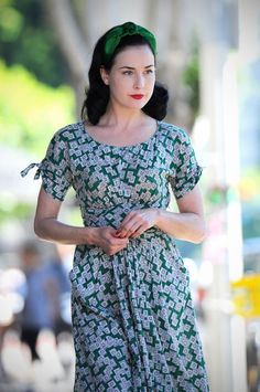 Just a great and simple vintage house dress worn by Dita Von Teese Vintage Clothing Styles, Vintage Style Outfits, Vintage Dresses, Nice Dresses, 1940s Fashion, Vintage Fashion, Moda Pin Up, Dita Von Teese Style, Dita Von Tease
