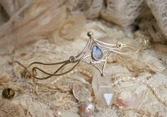 Beautifull and gently shaped tiara. Elvic wave dreams.... This necklace is holding a AAA grade Moonstone. Elvic, cute, little and delicate tiara