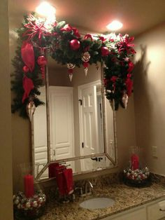 Christmas garland … BATHROOMS ideas with Marc Coan Designs Chris… christmas bathroom decor - Bathroom Decoration Christmas Love, Country Christmas, Winter Christmas, Christmas Wreaths, All Things Christmas, Christmas Ideas, Merry Christmas, Light Up Christmas Presents, Christmas Bathroom Decor