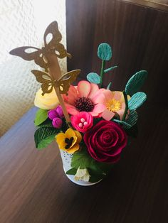 Paper Flowers, Flower Arrangements, Table Decorations, Furniture, Home Decor, Floral Arrangements, Decoration Home, Home Furnishings, Interior Design