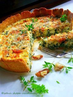 Nyt on lehtikaali parhaimmillaan. Savory Pastry, Savoury Baking, I Love Food, Good Food, Yummy Food, Vegetable Recipes, Vegetarian Recipes, Healthy Recipes, Menta Chocolate