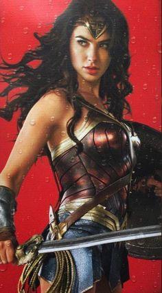 Mulher-Maravilha - Gal Gadot recria poses clássicas da heroína em novas imagens! - Legião dos Heróis