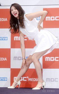 韓国・ソウルの「CGV」여의도 Yeouido 汝矣島店で行われた、バラエティー番組「EXIDのSHOWTIME」の制作発表会に臨む、ガールズグループ「EXID(イーエックスアイディー)」のメンバー(2015年7月9日撮影)。(c)STARNEWS ▼15Jul2015AFP|「EXID」出演の新バラエティー番組、ソウルで制作発表会 http://www.afpbb.com/articles/-/3054629 #이엑스아이디 #EXID อีเอ็กซ์ไอดี