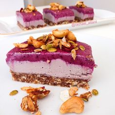 Healthy acai bowl cheesecake recipe. Gluten free, dairy free, refined sugar free and delicious! More healthy recipes on the blog